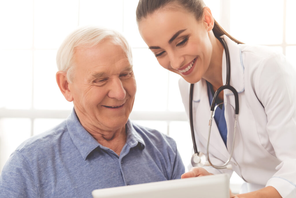 Doctor shares Medicare Advantage resources with senior patient.